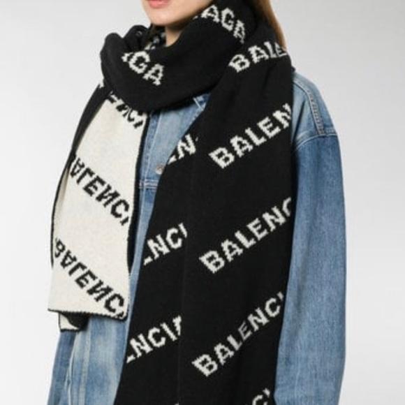 c81eea2d2 Balenciaga Accessories - BALENCIAGA intarsia logo oversize scarf